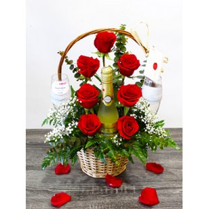 /371-2020-thickbox/little-toast-with-roses-and-champagne-spain.jpg